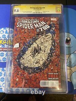 Spiderman Étonnant 700 Cgc 9.6 Signé Par Stan Lee